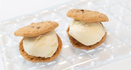 アイスクリームをサンドして